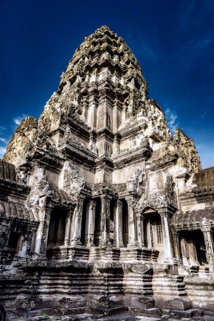 Руины исторического храма ангкор-ват в сием рип, камбоджа Бесплатные Фотографии