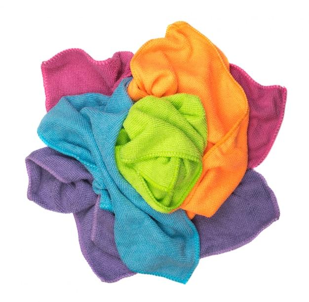 Мятые разноцветные чистящие салфетки изолированные Premium Фотографии