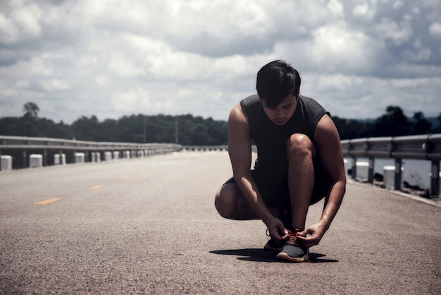 The runner tying jogging shoes Free Photo