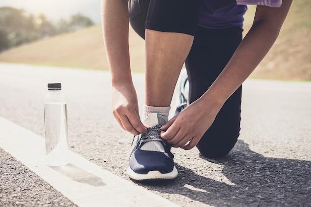 ランニング・ジョイント・ランニング・シューズ・ランニング・ジョギング・トレーニング・ウェルネス・コンセプト Premium写真