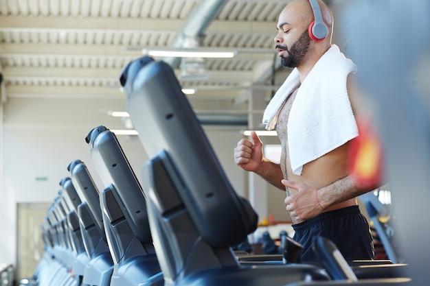 Running training in gym Free Photo