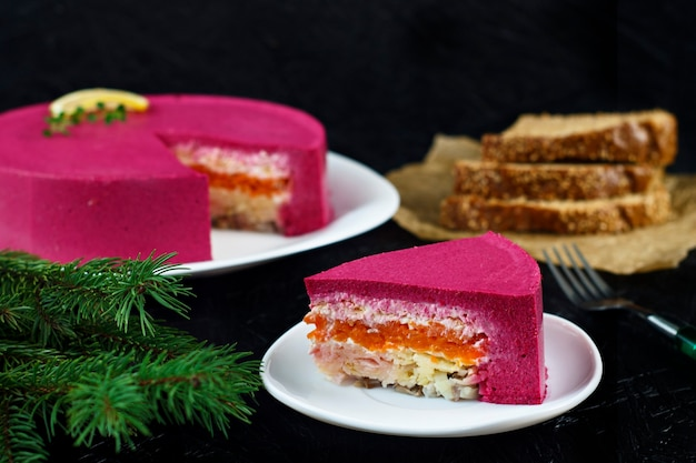 러시아 주방 청어. 러시아 새해 요리 전통 프리미엄 사진