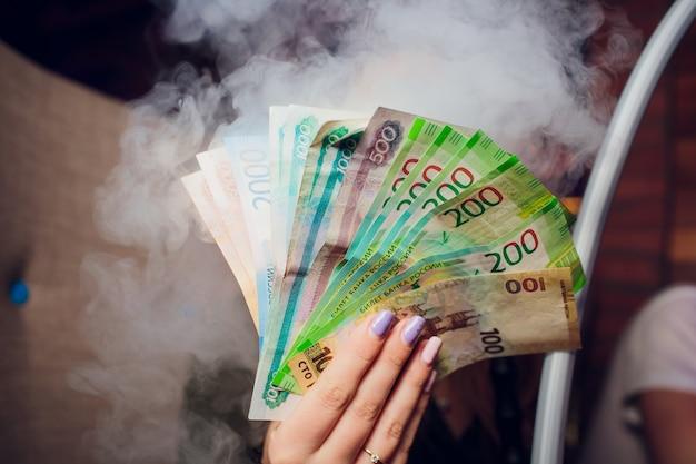 Российские рубли и некоторые новые 200 и 2000 рублей Premium Фотографии