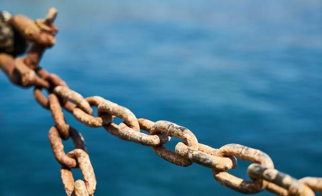 Rusty chain Premium Photo