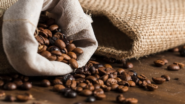 Sack with coffee beans on desk Free Photo