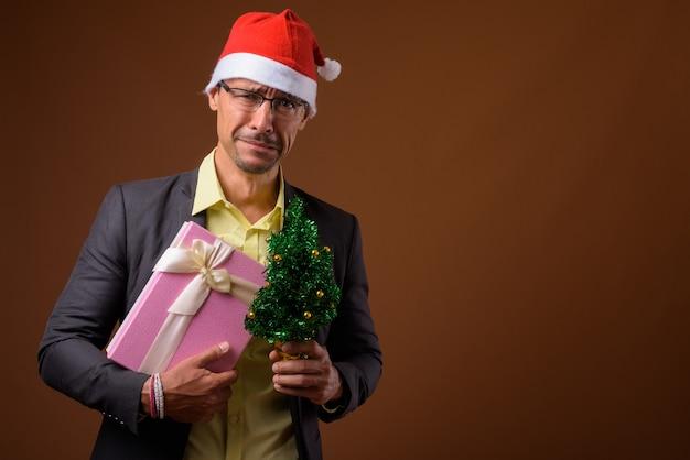 슬픈 사업가 브라운에 크리스마스를위한 준비 프리미엄 사진