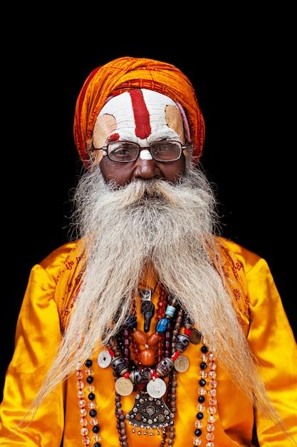 Sadhu at pashupatinath temple Premium Photo