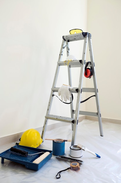 Safety tools for painting work Free Photo
