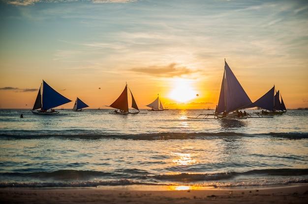 Sailboats at sunset, boracay island Premium Photo