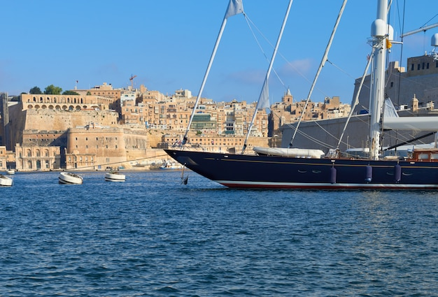 Sailing ship moored in vittoriosa marina in grand valetta bay on malta Premium Photo