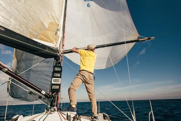 Морские услуги частной яхты в марине Бесплатные Фотографии