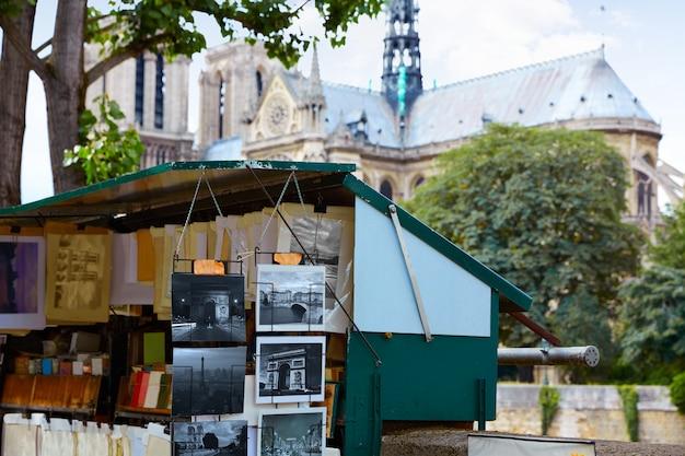 Saint michel postcards in notre dame paris Premium Photo