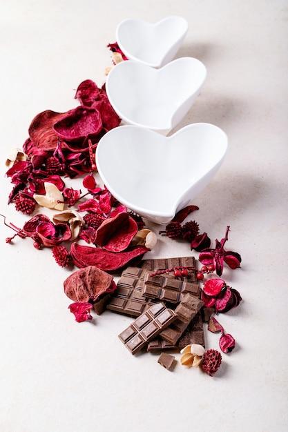 Saint valentine's day ceramic plates Premium Photo