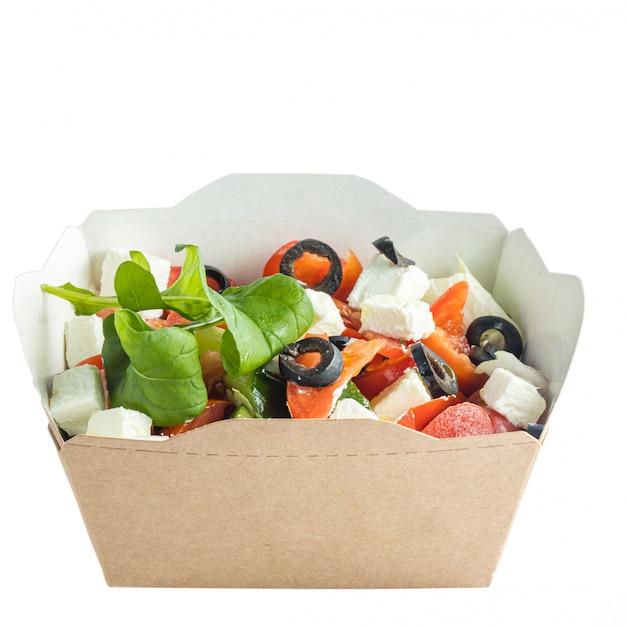 흰색 절연 종이 상자에 갈 샐러드 프리미엄 사진