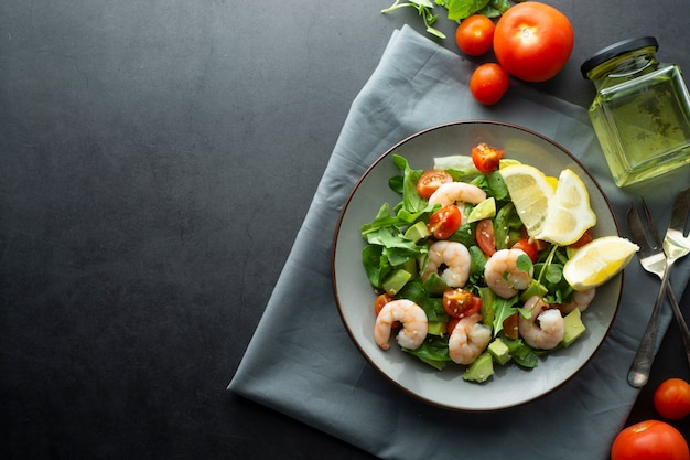 Salad with avocado and shrimps. healthy fresh salad. Premium Photo
