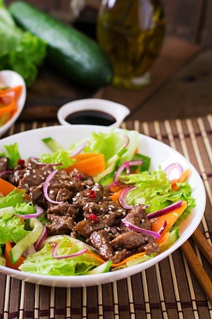 Salad with beef teriyaki Free Photo