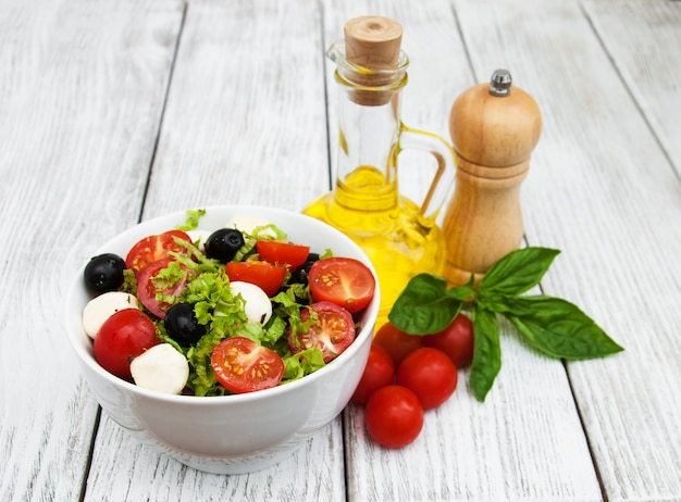 Salad with mozarella cheese and vegetables Premium Photo
