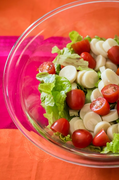 Salad with tomatoes and lettuce Premium Photo
