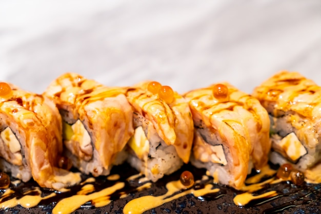 Salmon roll sushi Premium Photo