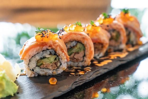 Salmon sushi rolls with foie gras Premium Photo