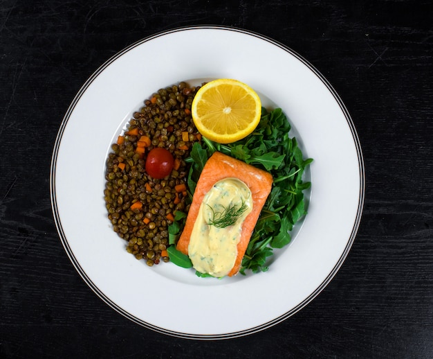Salmon with cream sauce and fried capers Free Photo