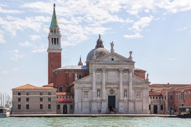 イタリア、ベニスのサンマルコ鐘楼とドゥカーレ宮殿 Premium写真