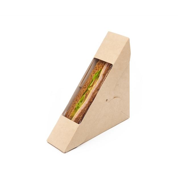 Сэндвич-тост с ветчиной и сыром в бумажной коробке на вынос на белом фоне, доставка, экологически чистая, одноразовая, перерабатываемая концепция быстрого питания Premium Фотографии