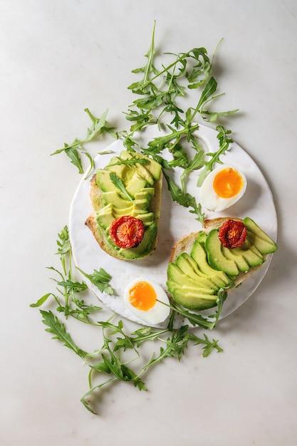 Sandwich with avocado Premium Photo