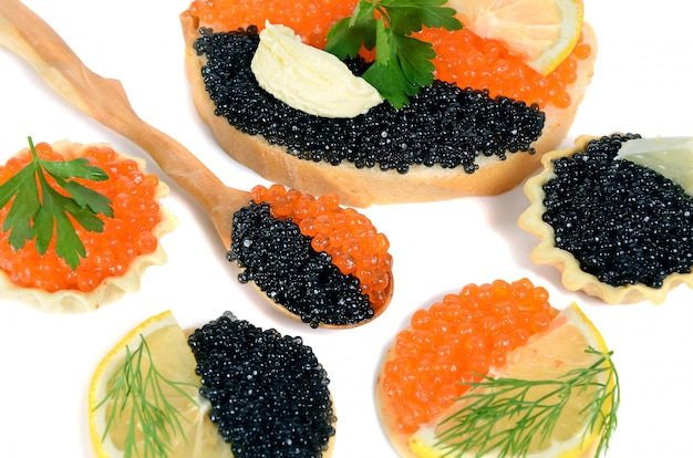 Sandwich with black and red caviar Premium Photo