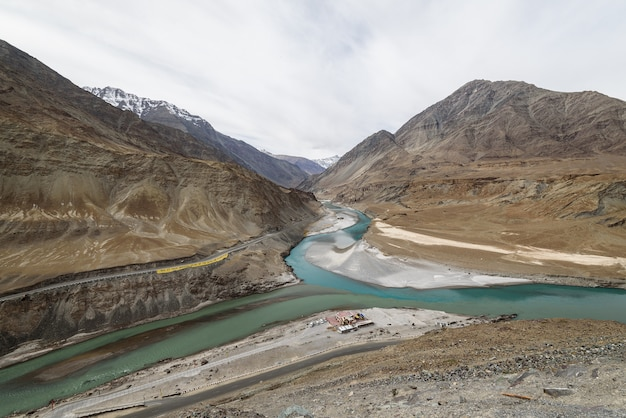 Sangam viewpoint with cloudy day in let ladakh Premium Photo