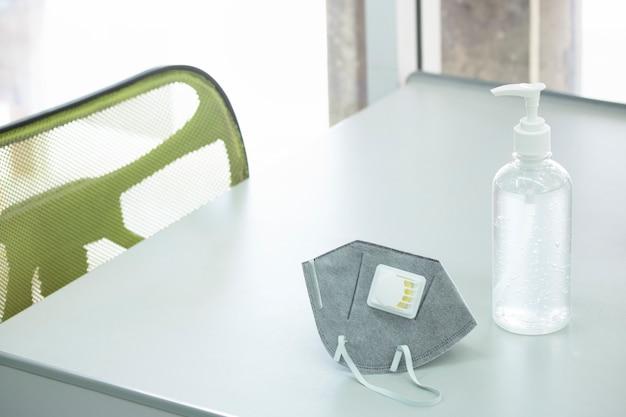Дезинфицированный гель и хирургическая маска предотвращают защиту санитарии гигиены личной гигиены Premium Фотографии