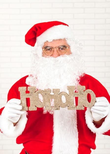 Santa claus greeting with christmas Free Photo