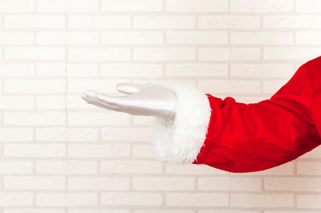 Santa claus presenting empty hand Free Photo