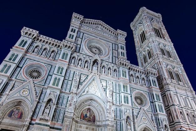 Церковь санта-мария-дель-фьоре во флоренции, италия Premium Фотографии