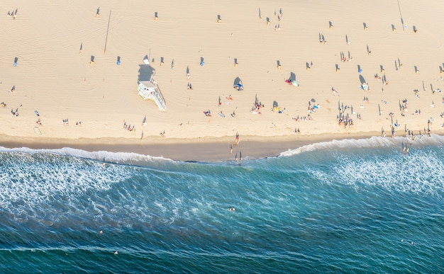 Пляж санта-моника, вид с вертолета Premium Фотографии