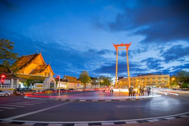 ジャイアントスイング(タイ語:sao chingcha)はタイのバンコクにある宗教的建造物です。 Premium写真