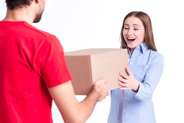 Satisfied client of online delivery receiving the box Free Photo