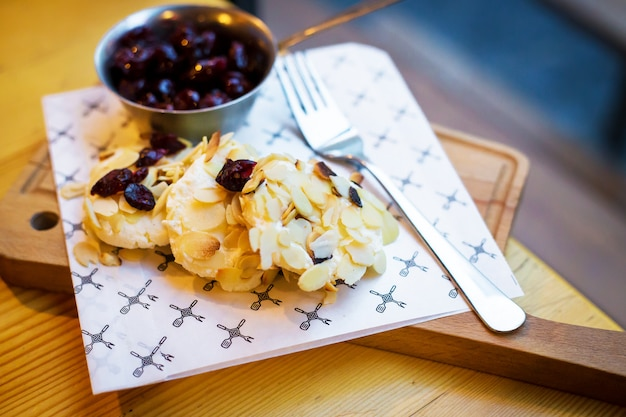 Sausages with cherry and almond flakes Premium Photo
