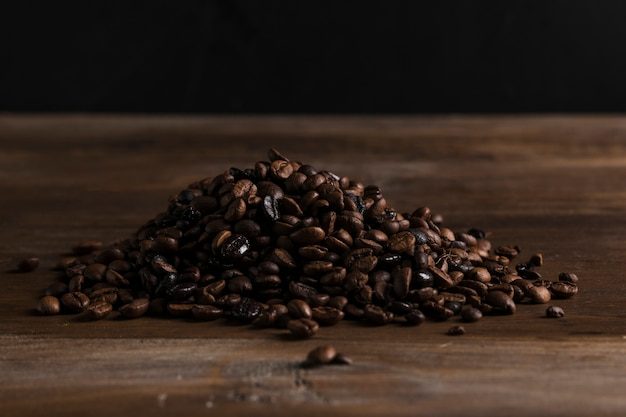 Scattered coffee beans Free Photo