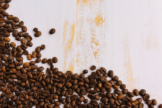 Scattering coffee grains Free Photo