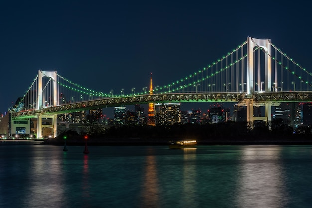 Scene of tokyo rainbow bridge which can see tokyo tower at the twilight time, odaiba, japan Premium Photo