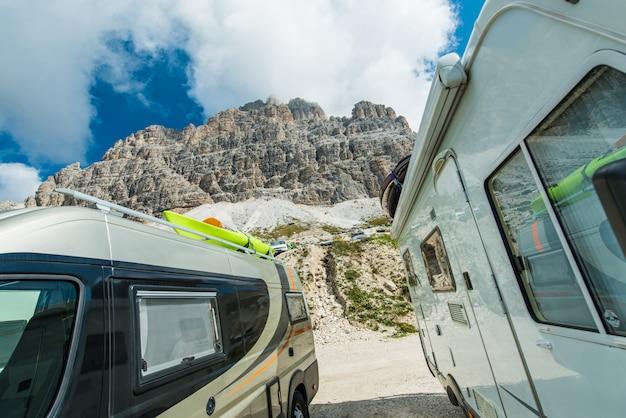 Scenic camper vans camping Premium Photo
