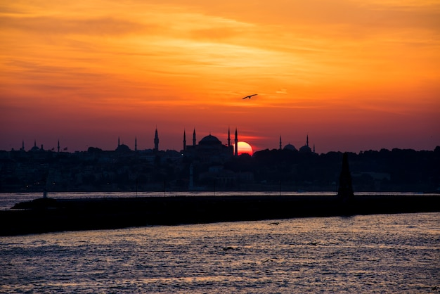 Scenic of sunrise over the ocean in istanbul turkey Free Photo