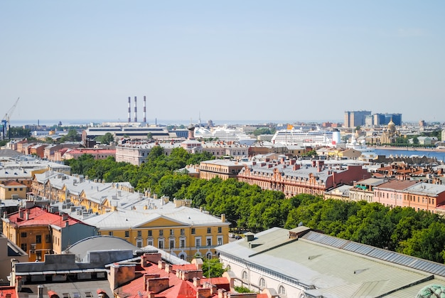 Scenic view from st. isaac's cathedral in st. petersburg. Premium Photo