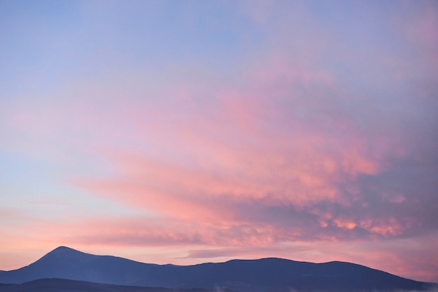 대로, 우크라이나에서 일출 산의 경치를 볼. 무료 사진