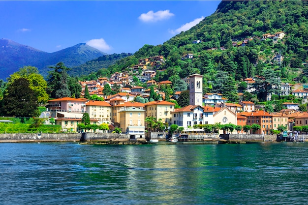 Живописная деревня торно - лаго ди комо, италия Premium Фотографии