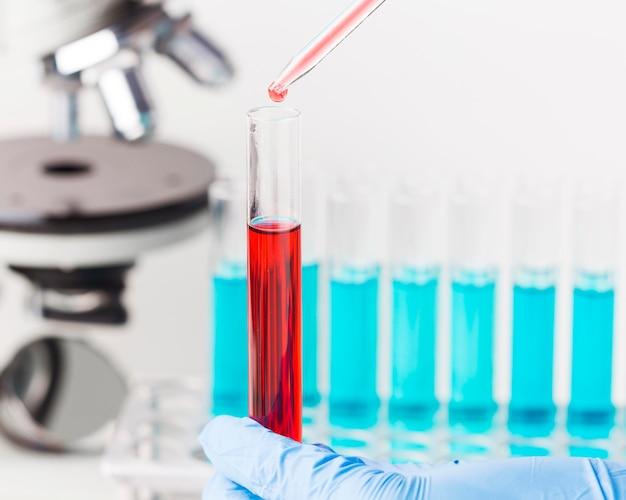 Disposizione degli elementi di scienza in laboratorio Foto Gratuite