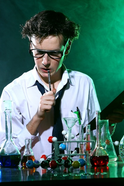 Scientific doing chemical experiment Free Photo