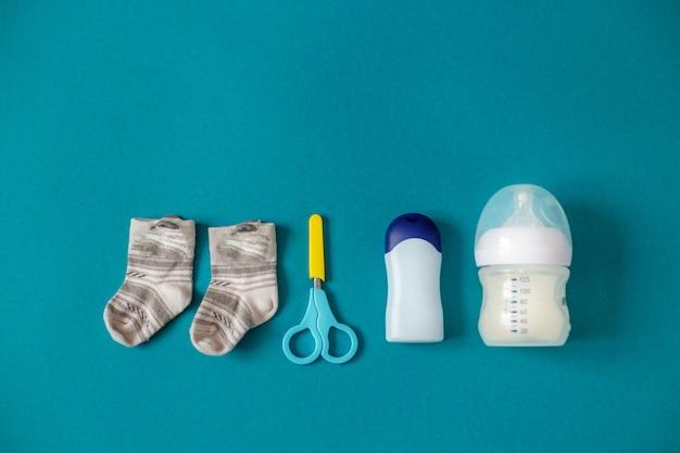 Ножницы, носки и еда Premium Фотографии