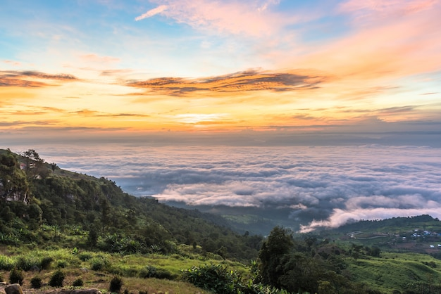 Sea of clouds in mountain at sunrise, phu tubberk phetchabun, thailand. Premium Photo